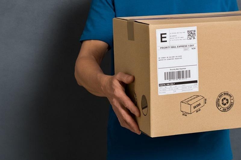 Karton-z-etykietą