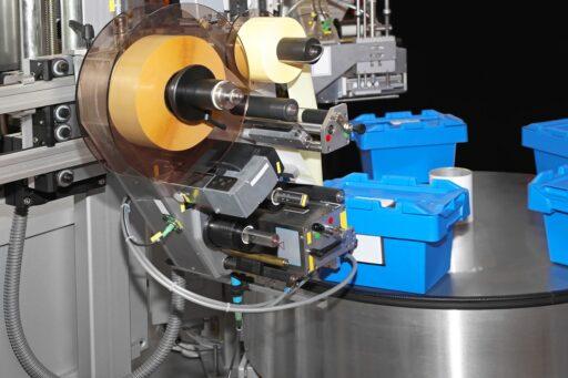 Ręczne i maszynowe – porównanie metod etykietowania